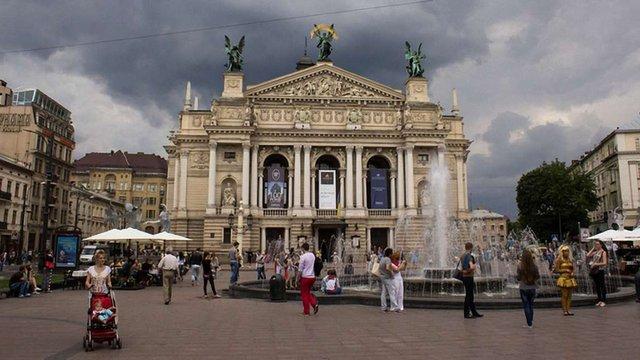 У Львові заборонили атракціони на площі перед оперним театром