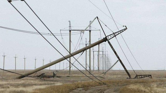 На лінії електропостачання Криму впала електроопора