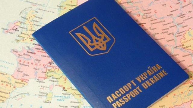 На Львівщині засудили заробітчанина, який купив закордонний паспорт за €2,5 тис.