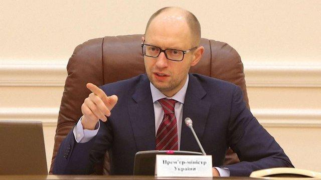 Яценюк запідозрив змову між мережами АЗС