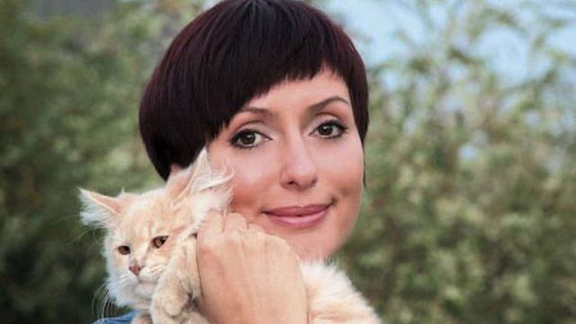 Поліція оштрафувала дружину Яценюка за телефонну розмову за кермом