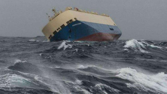 До берегів Франції наближається величезне некероване судно
