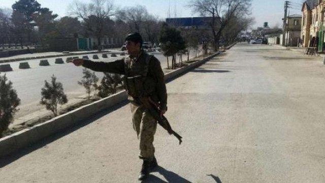 У Кабулі біля будівлі поліції підірвався смертник, є жертви