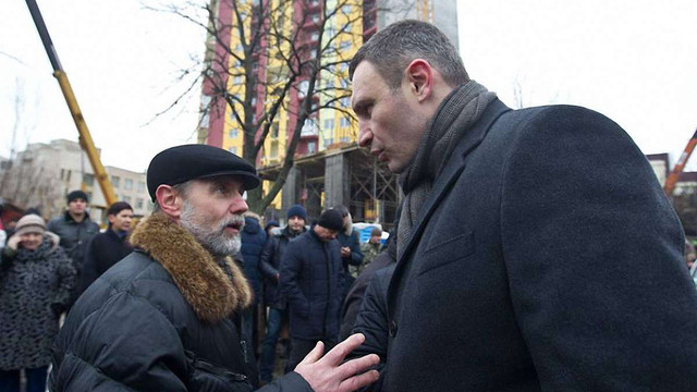У Києві зносять незаконне будівництво багатоповерхівки