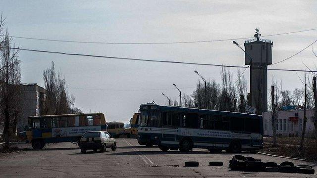 Терористи наказали трьом волонтерам покинути окупований Донецьк