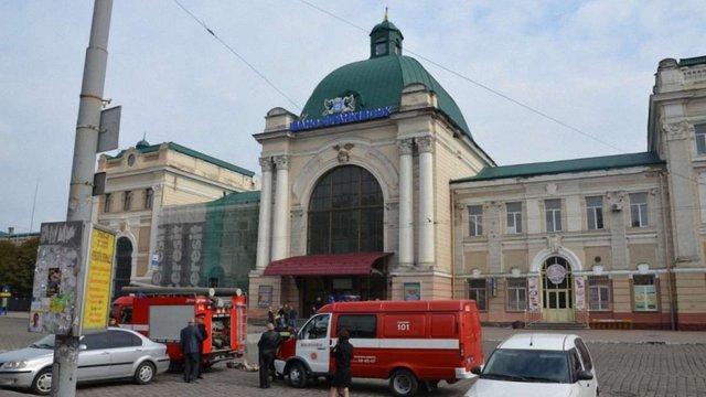У Івано-Франківську «замінували» залізничний вокзал та відділення «ПриватБанку»