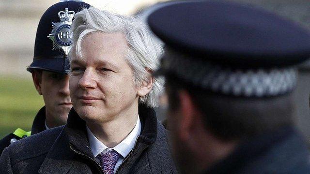 Джуліан Ассанж заявив про готовність здатися британській поліції