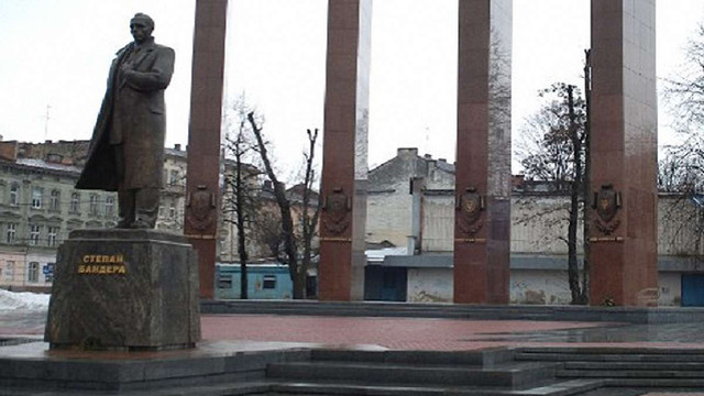 Анонім повідомив про замінування пам'ятника Бандері у Львові
