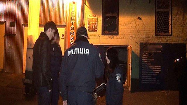 У Києві вночі обстріляли СТО з гранатомета