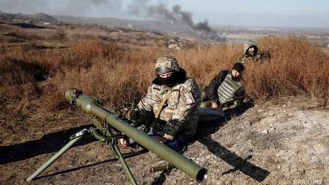 У зоні АТО за добу поранені 11 українських військових