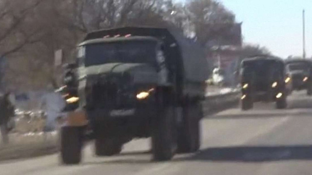 В Сімферополі колона російської військової техніки заблокувала рух транспорту