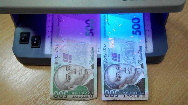 Львівський обмінник валюти видав клієнту фальшиві купюри