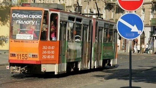 Вулицею Замарстинівською у Львові поїхали трамваї №5 та №6