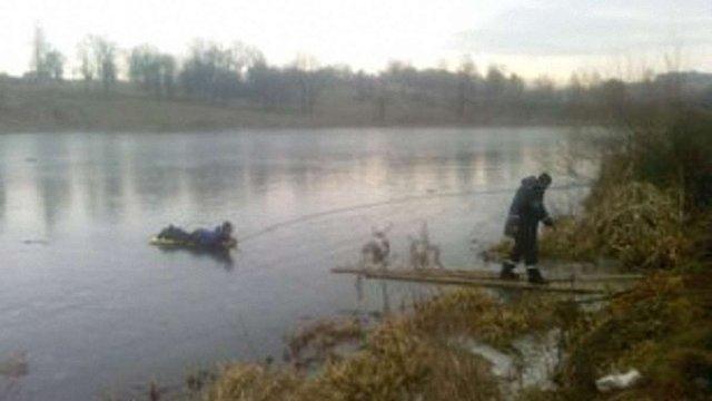 На Львівщині рибалка провалився під кригу