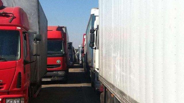 Активісти блокують російські фури на в'їздах до Закарпаття
