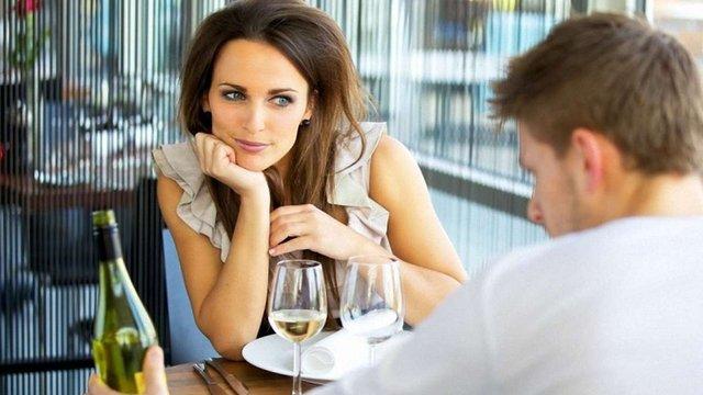 Лише 20% українців не схвалюють, коли жінки виявляють сексуальну ініціативу