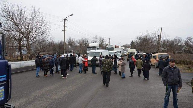 На Буковині жителі заблокували рух, протестуючи проти реорганізації держустанов