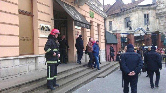 У центрі Львова шукають вибухівку в ТЦ «Роксолана»