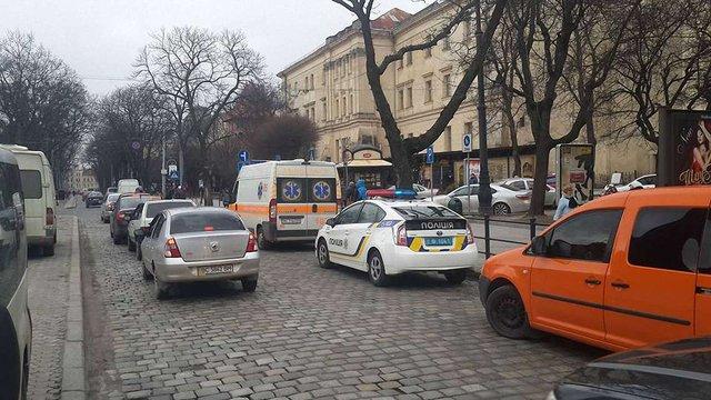 В центрі Львова водій збив двох дітей та повіз їх у невідомому напрямку