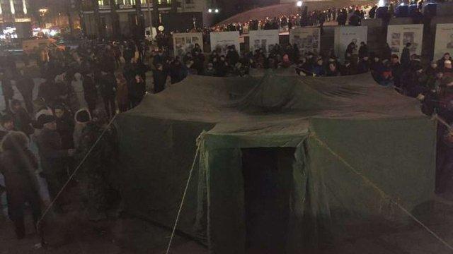 На Майдані в Києві поставили намет