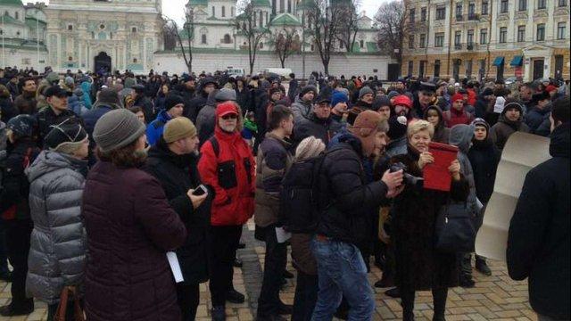 У Києві розпочалась акція підтримки поліцейського, який застрелив підлітка