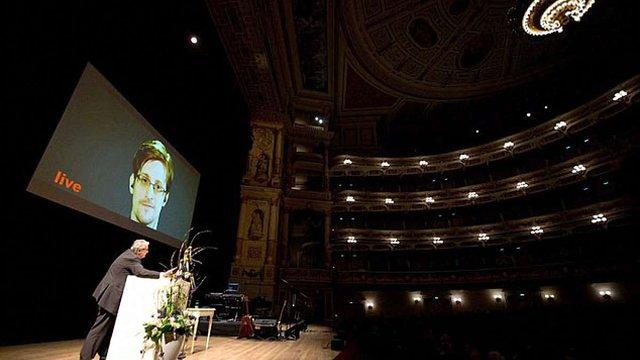 Сноуден назвав умови, за яких він готовий повернутися до США