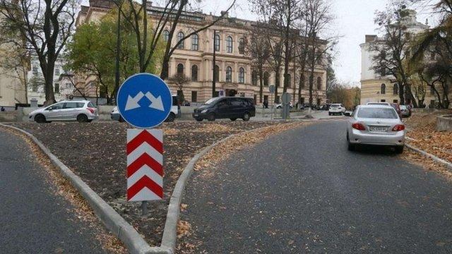 Львів'яни зареєстрували дві взаємовиключні петиції щодо проїзду площею Св. Юра