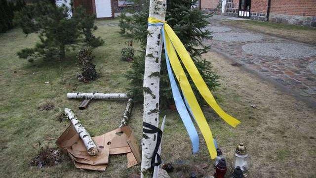 У Польщі зламали хрест Героям Майдану