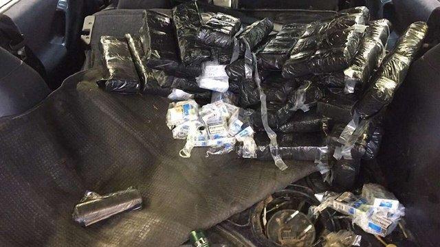 За контрабанду 750 пачок сигарет в українця вилучили автомобіль