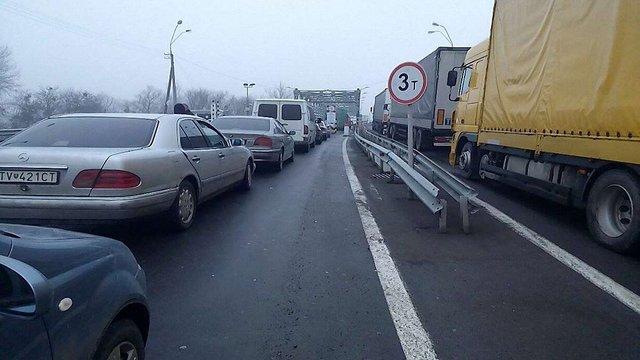 Львівських митників покарають за черги на кордоні