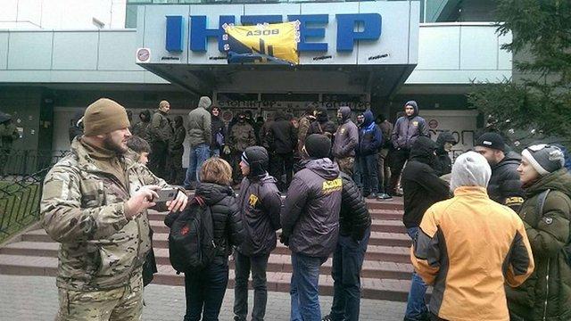 Активісти «Азову» зняли блокаду з будівлі «Інтера»