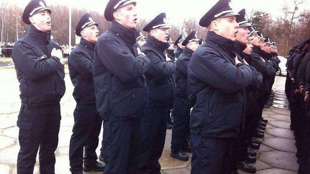 Вінницького поліцейського спіймали на хабарі на 4-й день служби