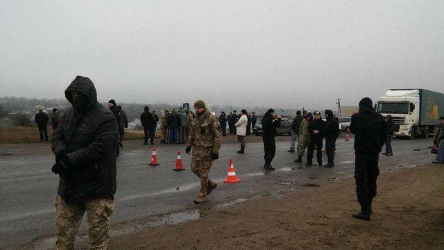 На Одещині активісти перекрили міжнародну трасу з вимогою закрити хімзавод