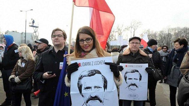 Тисячі жителів Варшави вийшли на акцію в підтримку Леха Валенси