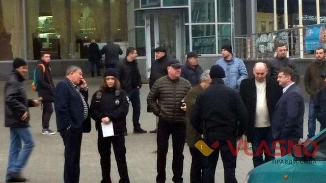 У Вінниці поліцейські виписали протокол на авто батька Гройсмана