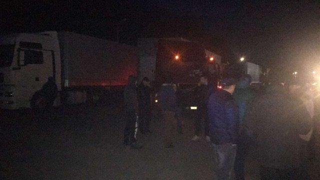 Поблизу Львова «свободівці» заблокували проїзд 22 російським вантажівкам