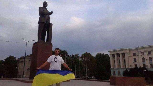 У Сімферополі кримського татарина оштрафували за фото з українським прапором