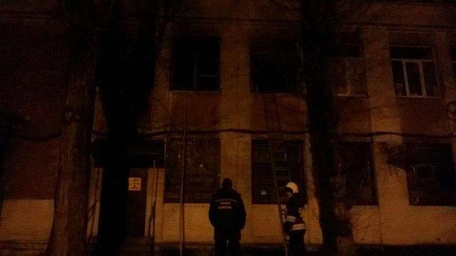 Вночі у двоповерховому будинку у Львові горів офіс
