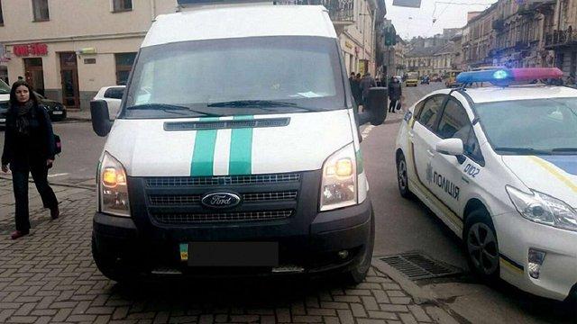 Патрульна поліція Львова оштрафувала інкасаторів за порушення ПДР