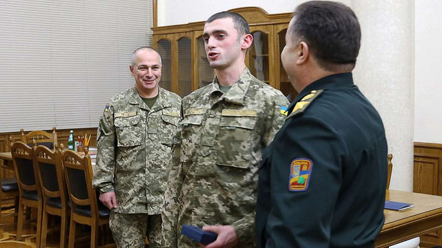 Міністр оборони нагородив солдата зі Львівщини, який затримав убивцю
