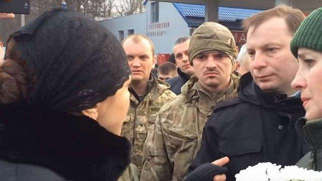 У Тернополі дружина загиблого бійця АТО не дозволила голові ОДА вшанувати його
