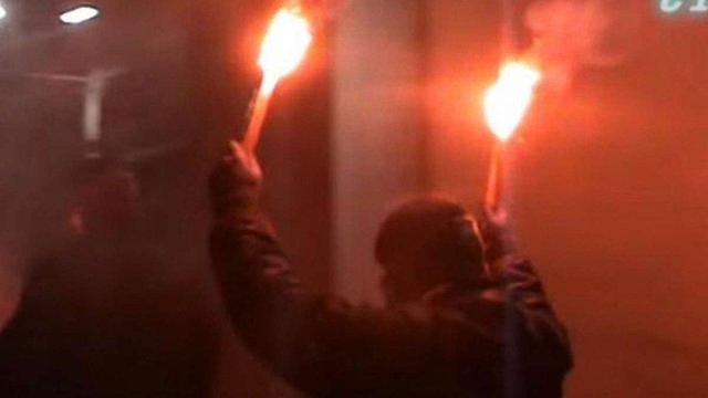 Невідомі уночі закидали фаєрами посольство Росії у Києві