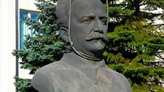 У Запоріжжі демонтували пам'ятник радянському діячу Орджонікідзе