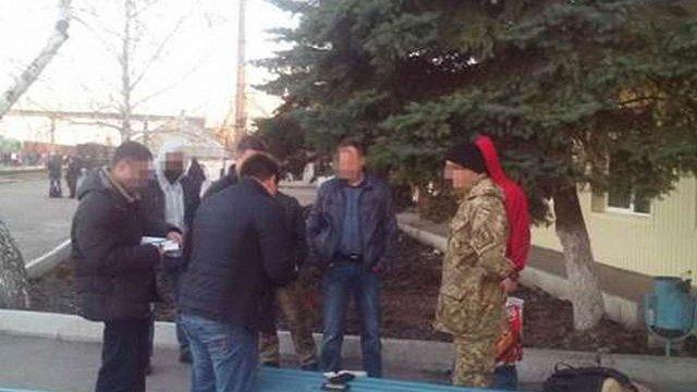 На Луганщині СБУ затримала за хабарництво полковника та майора поліції