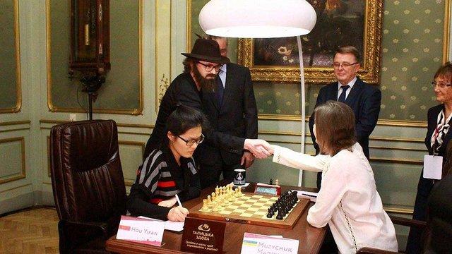 Співак Дзідзьо приїхав підтримати Марію Музичук у битві за шахову корону світу