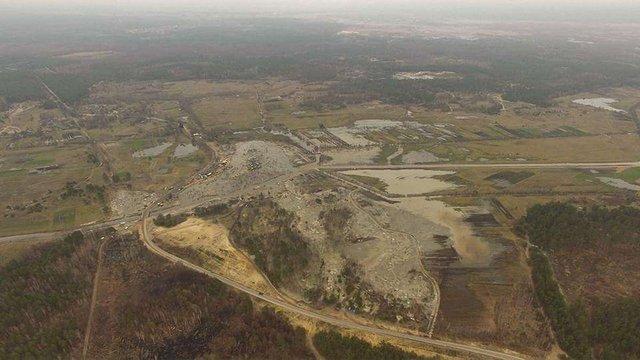 Активісти показали вражаючі наслідки нелегального видобутку бурштину на Рівненщині