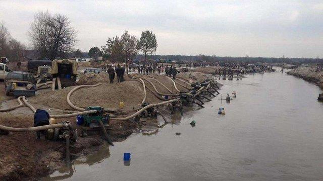 Прикордонники показали 15 пунктів незаконного видобутку бурштину на Рівненщині і Житомирщині