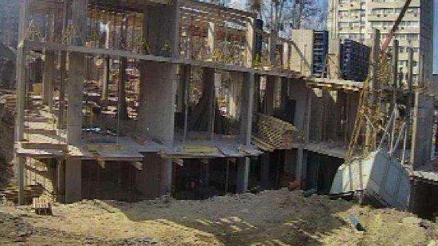На будівництві в центрі Львова перекинувся будівельний кран