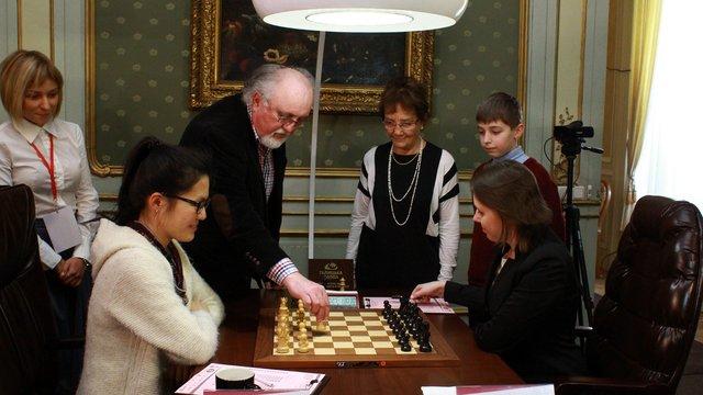 Письменник Юрій Винничук відкрив дев'яту партію чемпіонату світу з шахів