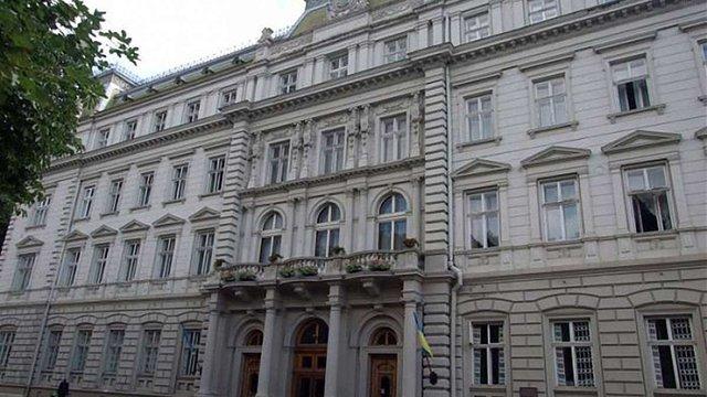 Чиновникам Львівської облдержадміністрації на 45% підвищать зарплату